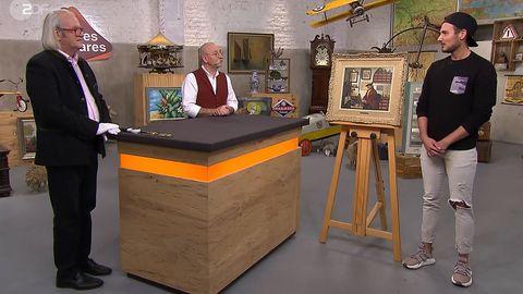 """""""Bares für Rares""""-Experte Albert Maier und Moderator Horst Lichter sprechen mit Kevin Kumbruch über das Gemälde, das er verkaufen möchte."""