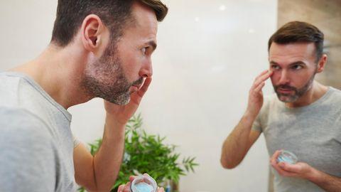 Geschwollene Augen betrifft Männer wie Frauen