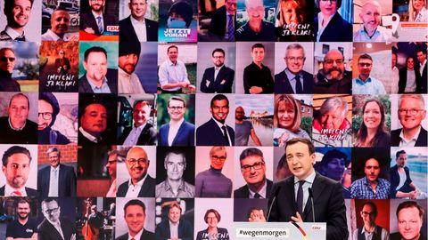 Das Foto eines Monitors zeigt CDU-Delegierte beim digitalen Parteitag