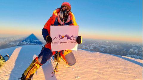 Der BergsteigerSona Sherpa auf dem Gipfel des K2