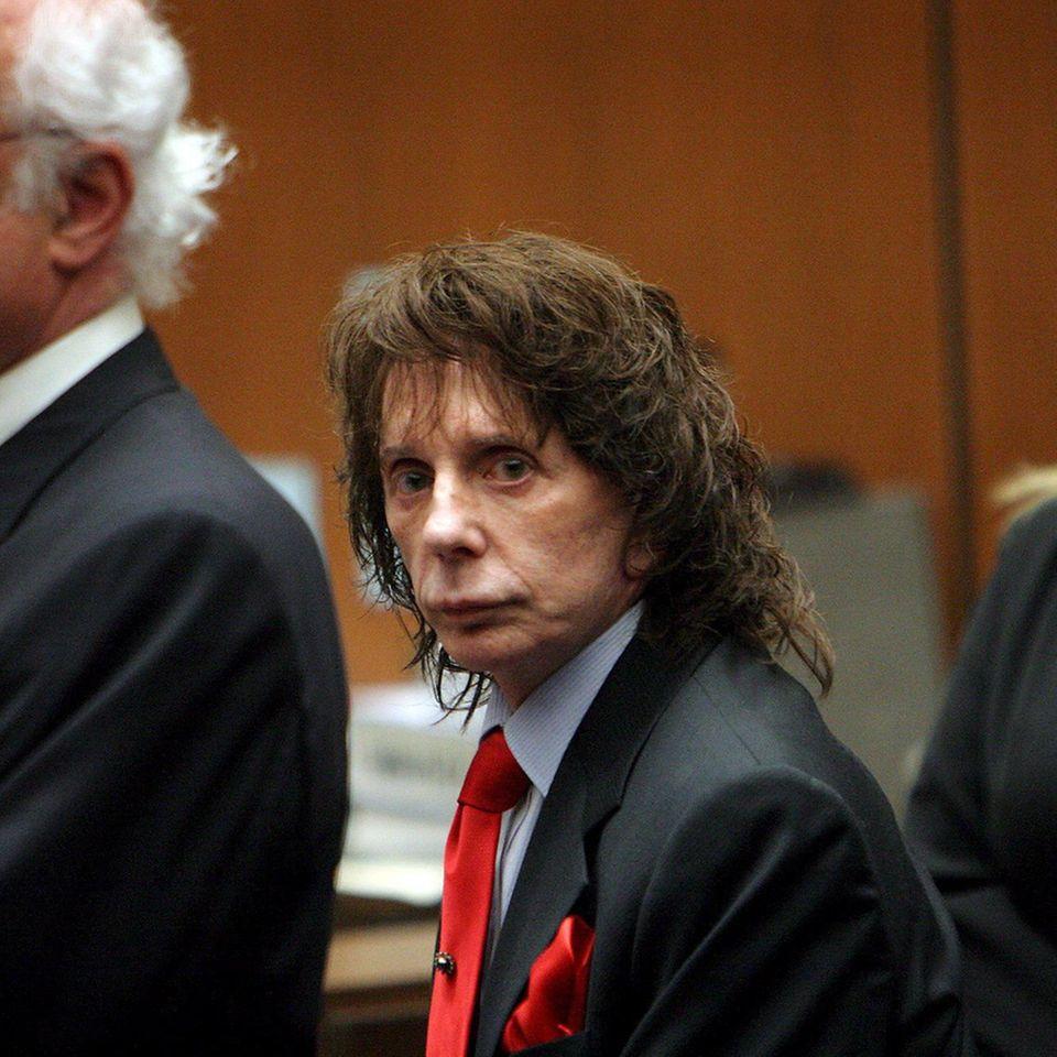 Phil Spector neben seinem Anwalt Doron Weinberg