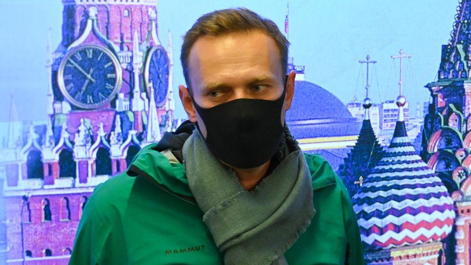 Alexej Nawalny kurz vor seiner Festnahme am Moskauer Flughafen