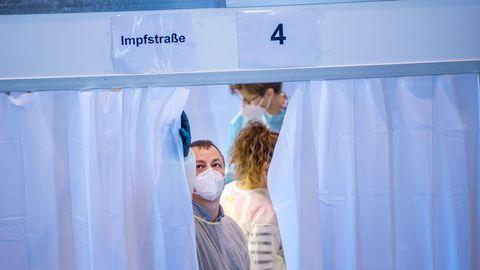 Covid-19: Zu langsam, zu wenig, zu chaotisch – warum das Impfen in Deutschland so schleppend vorangeht