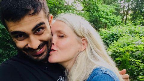 Katrine und Amed sind glücklich zusammen