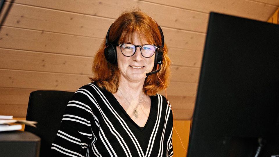 Nach der Elternzeit hat Elke Ruffing auch in Teilzeit Karriere gemacht. Heute hat sie Verantwortung für 30 Softwareentwickler. Seit März sind alle fast durchgehend im Homeoffice. Das Unternehmen bietet Schulungen an, wie man aus der Entfernung gut führt