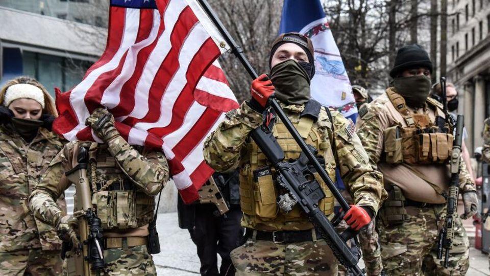 Auch in Richmond, Virginia, vermischten sich am Sonntag Waffennarren mit Trump-Supportern und rechten Militia-Mitgliedern vor dem Kapitol.