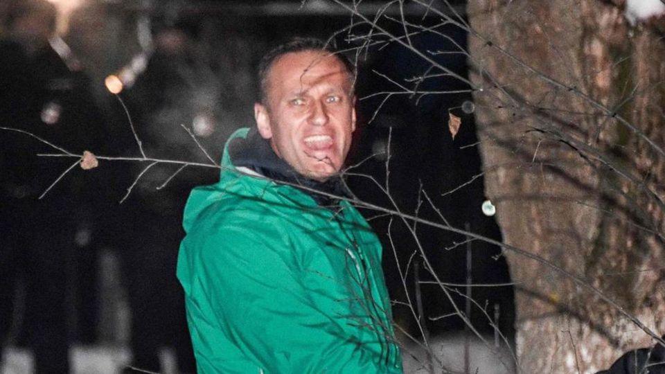 Alexej Nawalny wirdaus einer Polizeistation in Chimki außerhalb von Moskau geführt