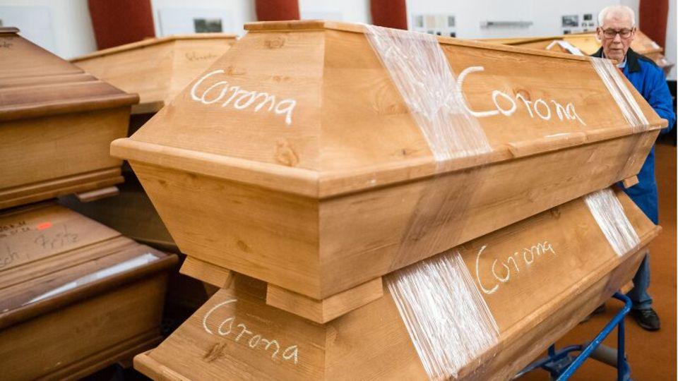 Särge von Corona-Toten