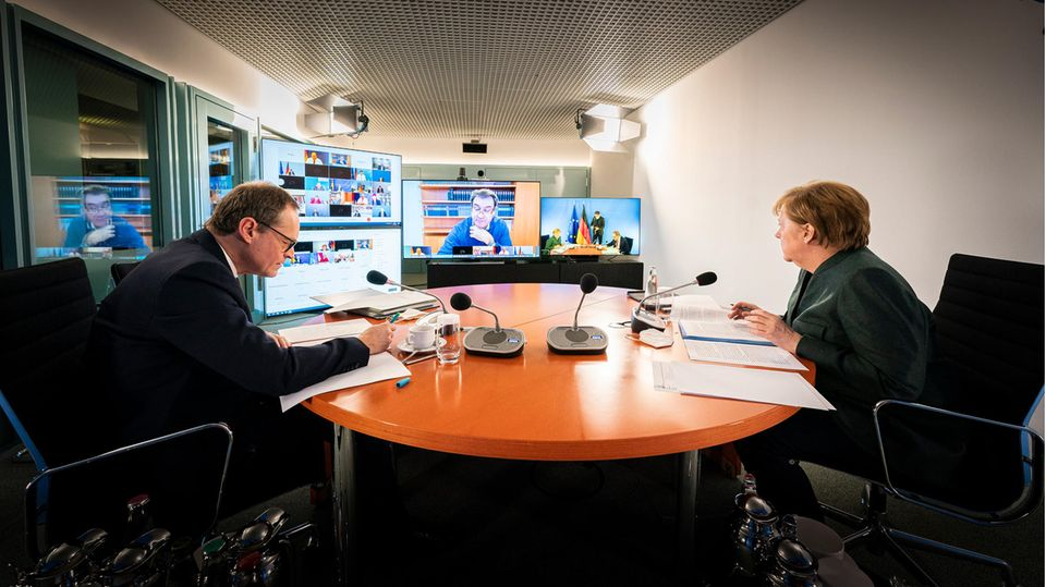 Bundeskanzlerin Angela Merkel (CDU) und Michael Müller, Regierender Bürgermeister von Berlin