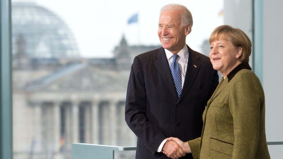 Kanzlerin Angela Merkel empfängt 2013im Kanzleramt den damaligen US-Vizepräsidenten Joe Biden.