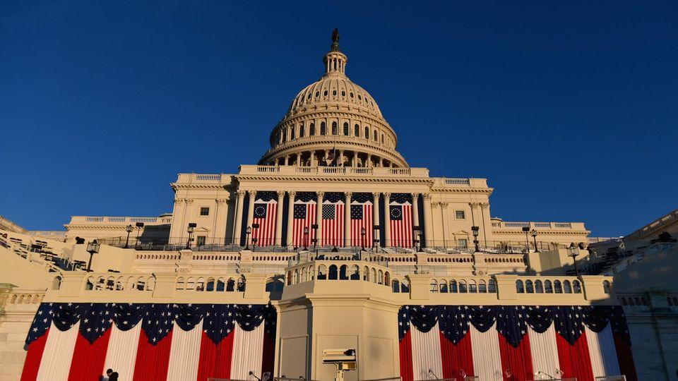 Das Kapitol festlich geschmückt mit US-Flaggen