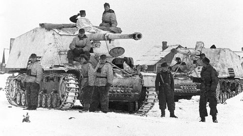 Wegen des hohen Gewichts der Waffe musste massiv an der Panzerung gespart werden