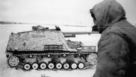 Ein Nashorn 1945 in den Kämpfen um Ostpreussen.