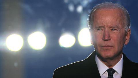 US-Präsident Joe Biden vor Scheinwerfern in Washington