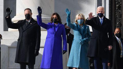 Der gewählte Präsident Joe Biden (r.) und die gewählte Vizepräsidentin Kamala Harris (2. v. l.)