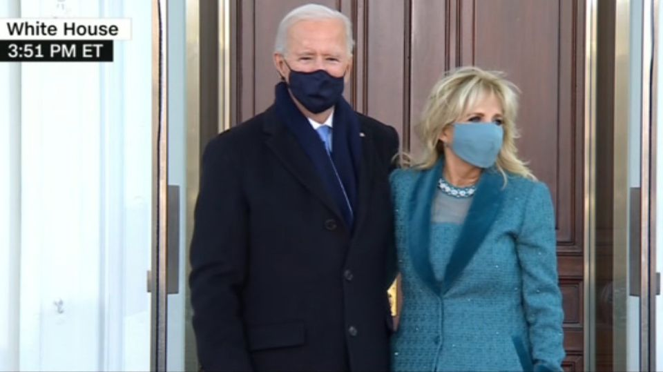Machtwechsel im Weißen Haus: Historischer Moment: Joe Biden und Ehefrau Jill betreten das Weiße Haus
