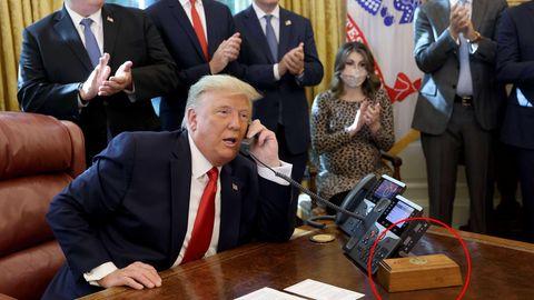 """""""Diet-Coke-Button"""" von Donald Trump auf dem Schreibtisch im Oval Office"""
