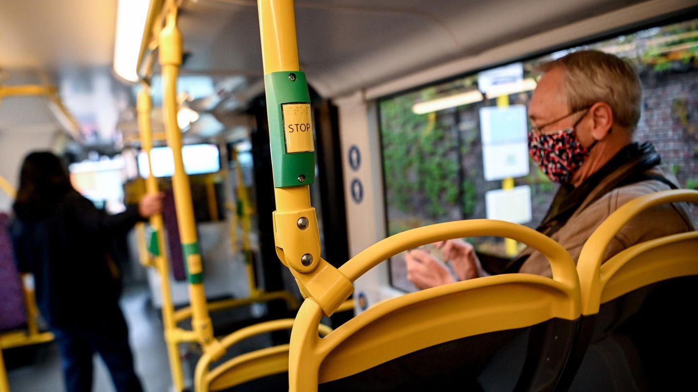 Redeverbot in Bus und Bahn.
