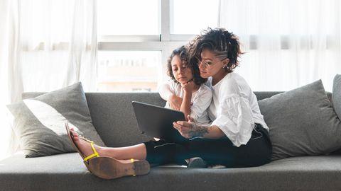 Überlässt man seinem Kind eigene Entscheidungen, zum Beispiel über die Freizeitaktivität, kann das zu einem besseren Familienklima beitragen