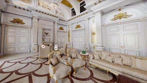 Das sogenannte Lesezimmer im Palast Wladimir Putins ist ganz in Weiß und Gold gehalten