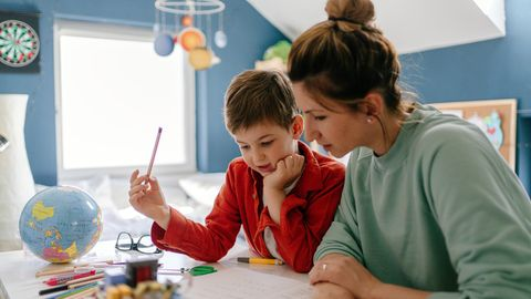 Homeschooling während Corona ist eine Herausforderung für Kinder, Eltern und Lehrer.
