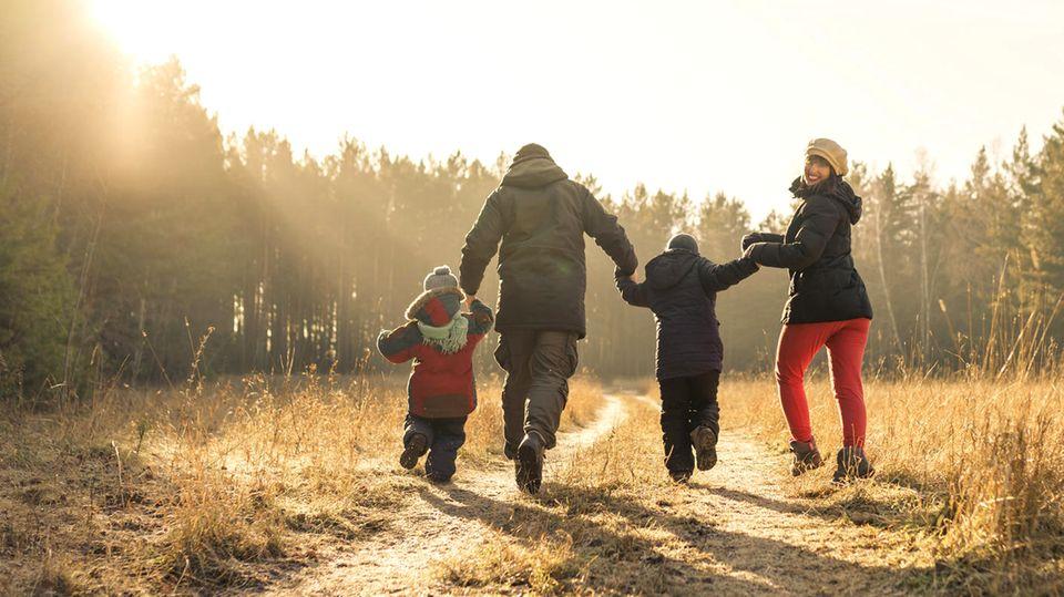 Ratgeber: Alle raus! Warum Kinder trotz Corona im Winter Bewegung brauchen