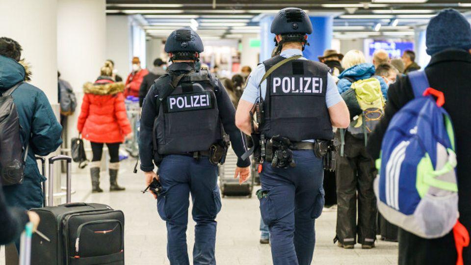 Polizeikontrollen am Flughafen Frankfurt