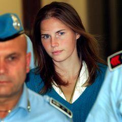 Amanda Knox wird von italienischen Strafvollzugspolizisten zum Gericht von Perugia gebracht.