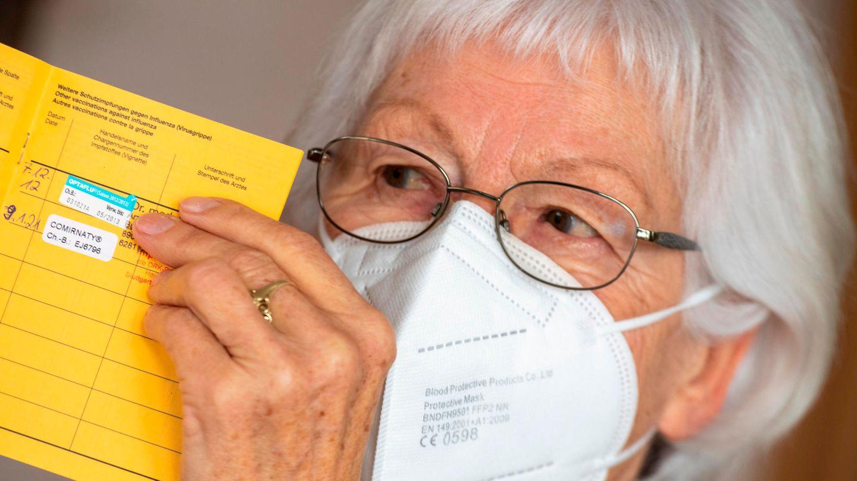 Seniorin Ursula Neuberger aus Baden-Württemberg hat ihre erste Impfung gegen das Coronavirus bereits erhalten