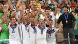 Kevin Großkreutz und Teamkollegen bei der Siegerehrung der WM 2014 in Rio de Janeiro