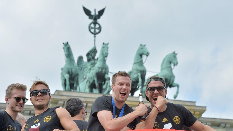 Kevin Großkreutz hier mit Andre Schürrle, Mario Götze und Lukas Podolski