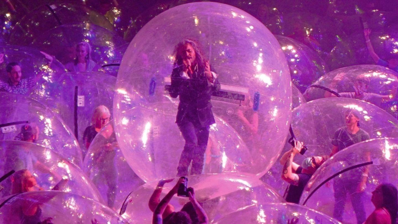 """Bereits im Oktober testeten """"The Flaming Lips"""" ihre Idee der """"Space Bubbles"""