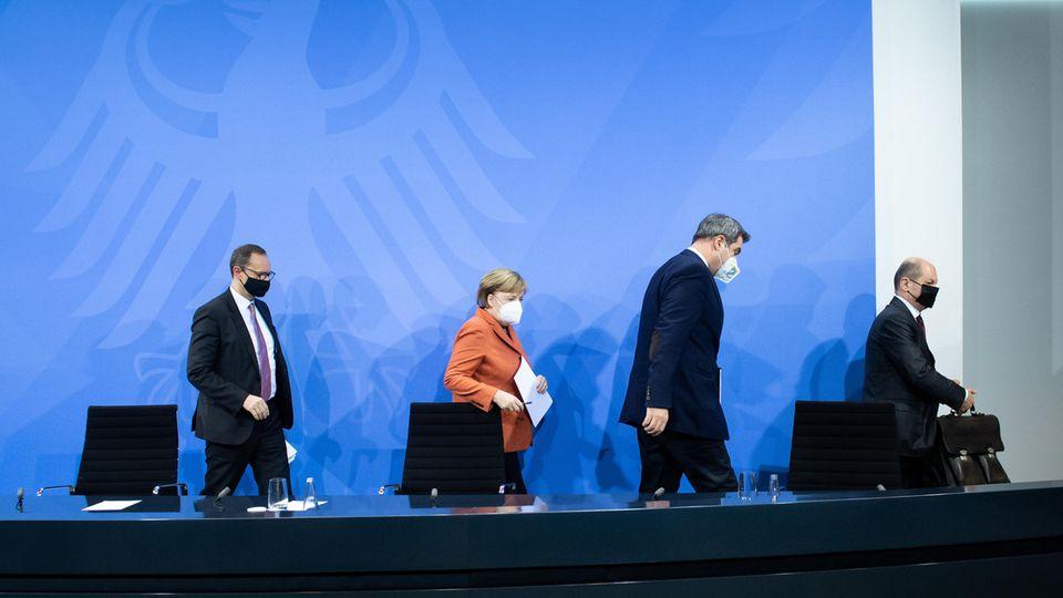 Corona-Gipfel: (von links) Michael Müller, Angela Merkel, Markus Söder, Olaf Scholz