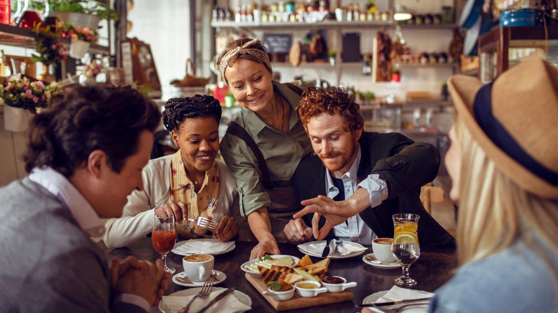 Restaurantbesuch mit Freunden