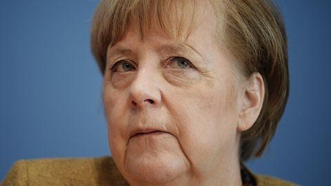 Angela Merkel mit besorgtem Gesicht