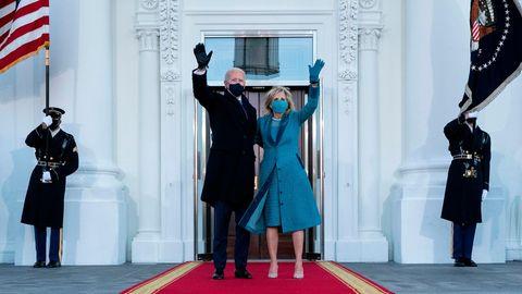 US-Präsident Joe Biden und First Lady Jill Biden vor dem Weißen Haus in Washington