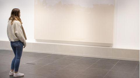 """Dorset, Großbritannien. Eine Ausstellung, mit leeren, halbgrundierten Leinwänden, sonst nichts. Der in Dorset lebende Künstler Stuart Semple will mit seiner Installation """"No Show"""" auf die finanziellen Nöte von Künstlern in Corona-Zeiten aufmerksam machen."""