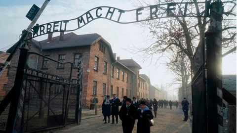 Holocaust-Überlebende an der KZ-Gedenkstätte Auschwitz-Birkenau