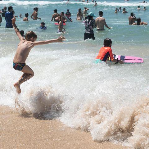 Volle Strände: Mehr als 40 Grad Celsius: Hitzewelle treibt Australier ans Meer