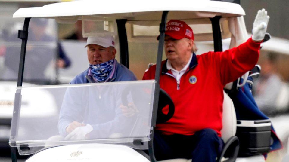 Golf spielen statt Politik: Ärger im Paradies für Donald Trump - so schnell schmilzt die Macht des Ex-Präsidenten