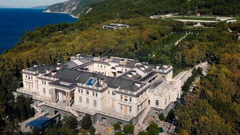 Das Anwesen erstreckt sich über eine Fläche, die rund 40-mal so groß sein soll wie Monaco