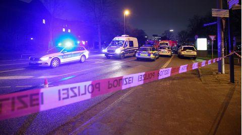 Polizei und Feuerwehr sind nach dem Fund einer britischen Fliegerbombe in Hamburg-St. Pauli im Großeinsatz