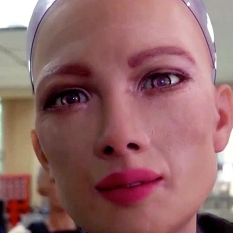 """Künstliche Intelligenz: Pflegen uns bald weibliche Roboter? Humanoid """"Sophia"""" ist beängstigend realistisch"""
