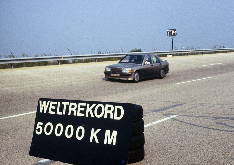 Der Mercedes 190 E 2.3 16 legte 1983 50.000 Kilometer in 201 Stunden 39 Minuten und 43 Sekunden zurück