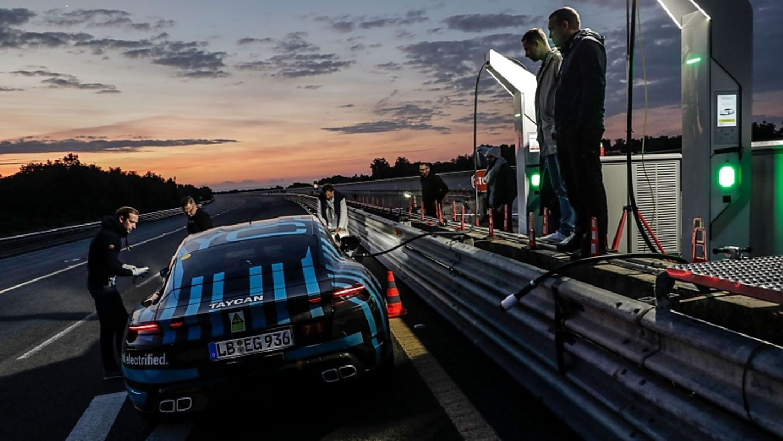Porsche Taycan Prototyp in Nardo