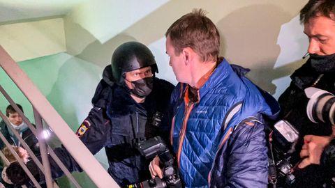 Polizist bei der Festnahme des Bruders von Kremlkritiker Andrej Nawalny, Oleg Nawalny