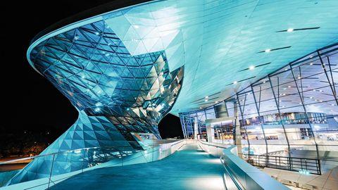 Formvollendet: 2007 eröffnete die BMW Welt der Wiener Visionäre Coop Himmelb(l)au, heute Bayerns meistbesuchte Touristenattraktion.