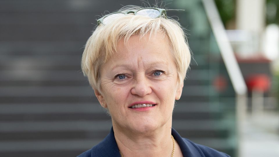 Urteil im Fall Walter Lübcke : Renate Künast, Dunja Hayali: So werden auch wir beschimpft und bedroht