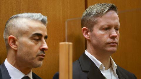 Der Rechtsextremist und Mörder Stephan Ernst (r.) während der Urteilsverkündung vor dem Oberlandesgericht in Frankfurt, neben ihm sein Verteidiger Mustafa Kaplan