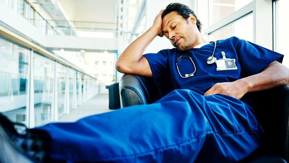 Die Diagnose: Der Patient ist selbst Arzt. Doch erst ein Experte kann seine Krankheit entschlüsseln